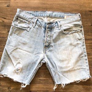 Men's Ruehl Light Wash Distressed Jean Shorts